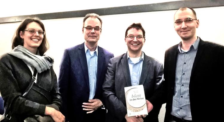 Von rechts nach links: Jana (heilig.Berlin), Andreas Goetze (Gastgeber und Landespfarrer für den interreligiösen Dialog), Michael Blume, Dietmar (heilig.Berlin)