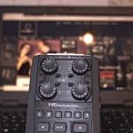 Ein Foto des Audioaufnahmegeräts zoom H6