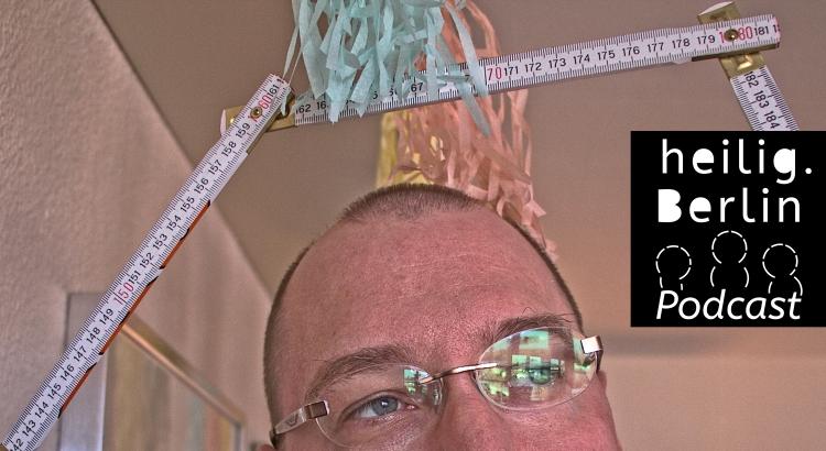 """Titelbild für die Folge """"Leben an den Grenzen der Vernunft."""" Dietmar blickt in die Weite. Über ihm ein Zollstock und ein Papierpuschel. Foto: Stephan Hartmann"""