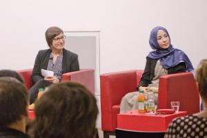 v.l.nr. Moderatorin Astrid Ehrenhauser und Neval Parlak von der Initiative JUMA