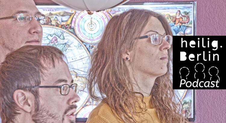 Beitragsbild zur Folge mit dem Thema Weltherrschaft. Eine Person schaut rechts aus dem Bild. Hinter ihr einen Weltkarte.