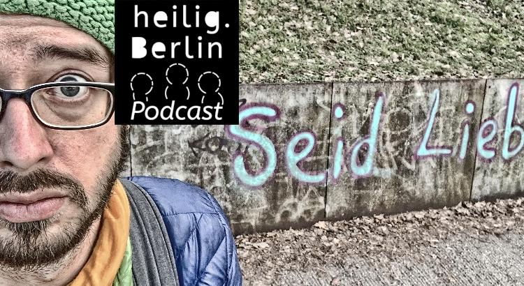 """Ein Gesicht schaut den Betrachter an. Im Hintergrund gesprühter Schriftzug: """"Seid Lieb"""" Unter dem Bild ist Text eingefügt: heilig.Berlin Podcast: Podcast 21 """"Es gibt nichts Böses, außer man tut es""""?"""
